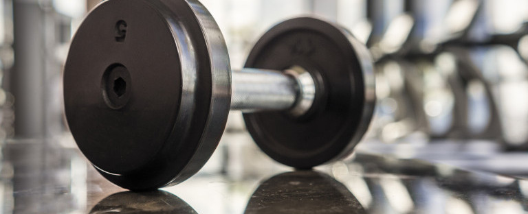 Selective focus of dumbell in the gym